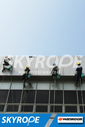 Cleaning_rope access_Hankook Tire_03