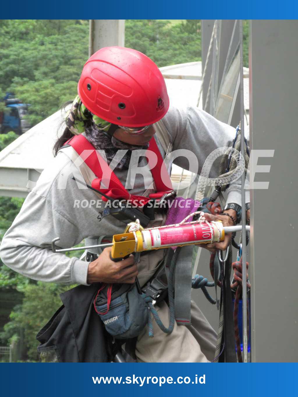 Sealant-Kaca-Gedung-Jasa Perawatan Gedung Bertingkat