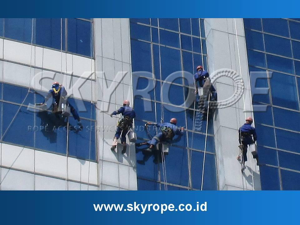 Skyrope Jasa Pembersih kaca dan perawatan Gedung Juga Melayani Pengerjaan Inspeksi eksterior
