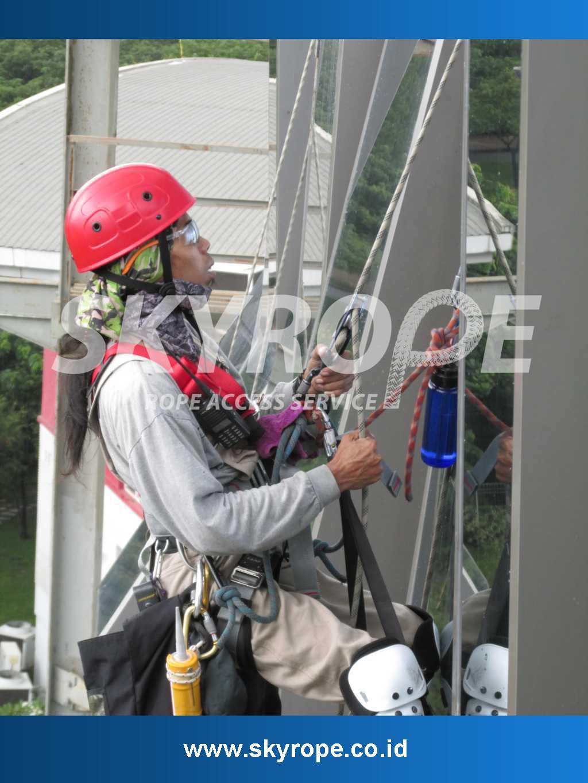 Jasa Pembersih Kaca Gedung Aceh