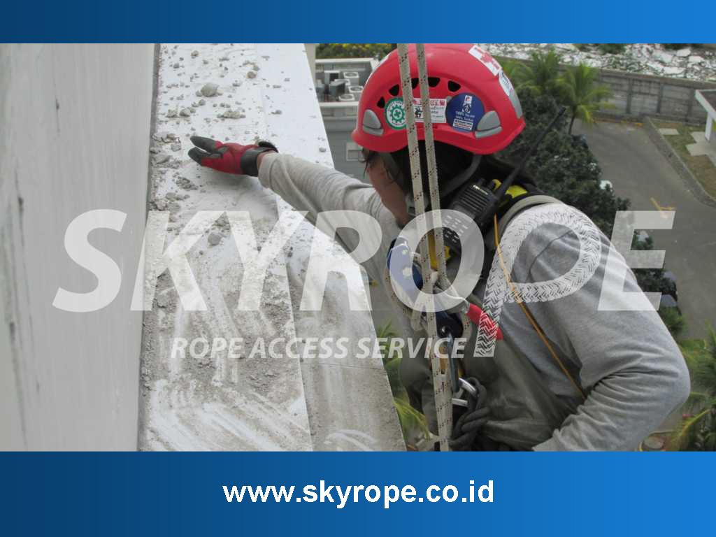 Skyrope layanan jasa pembersih kaca gedung juga melayani pengerjaan. Eksterior bangunan dengan material marmer