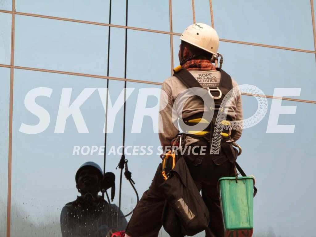 Jasa Pembersih Kaca Gedung Palembang