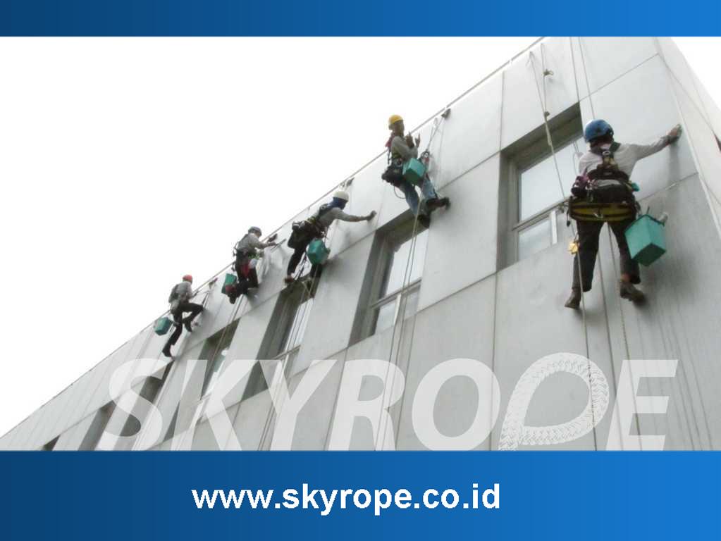 Jasa Pembersih perawatan kaca alucobond sealant Gedung di Denpasar Bali