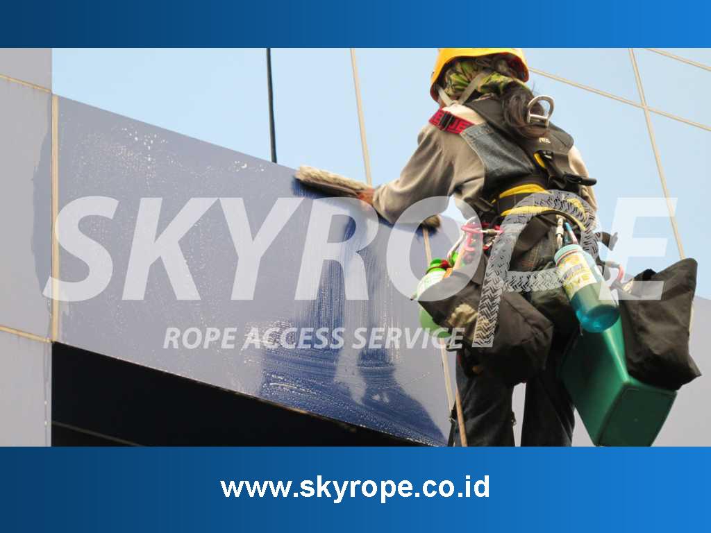 Jasa Pembersih perawatan sealant waterproofing alucobon kaca Gedung di Gianyar Bali