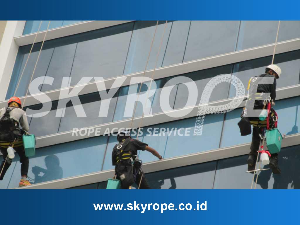 Pembersih Kaca Gedung Cilandak, Jakarta