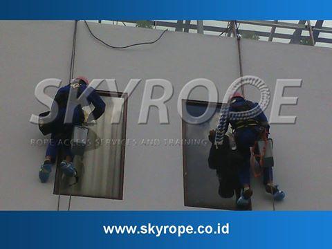 Jasa Pembersih Kaca Gedung di Jakarta Barat Murah