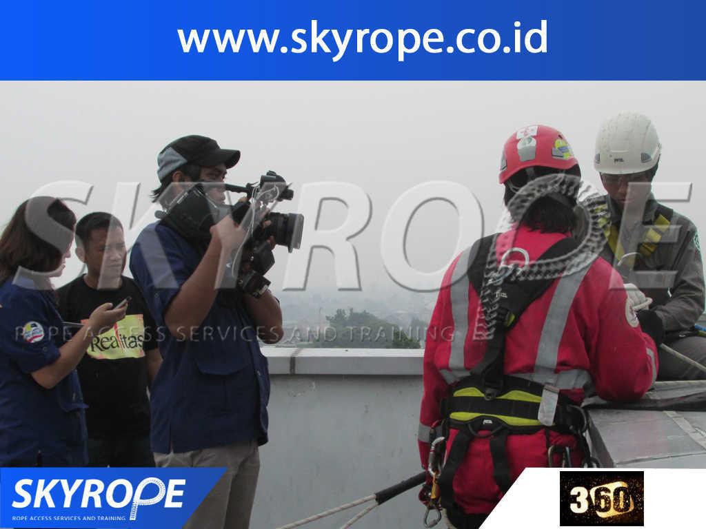 360 metrotv Jasa Pembersih Kaca Gedung di Jakarta, bogor, depok, tangerang, banten, bekasi, cikarang, bandung, murah