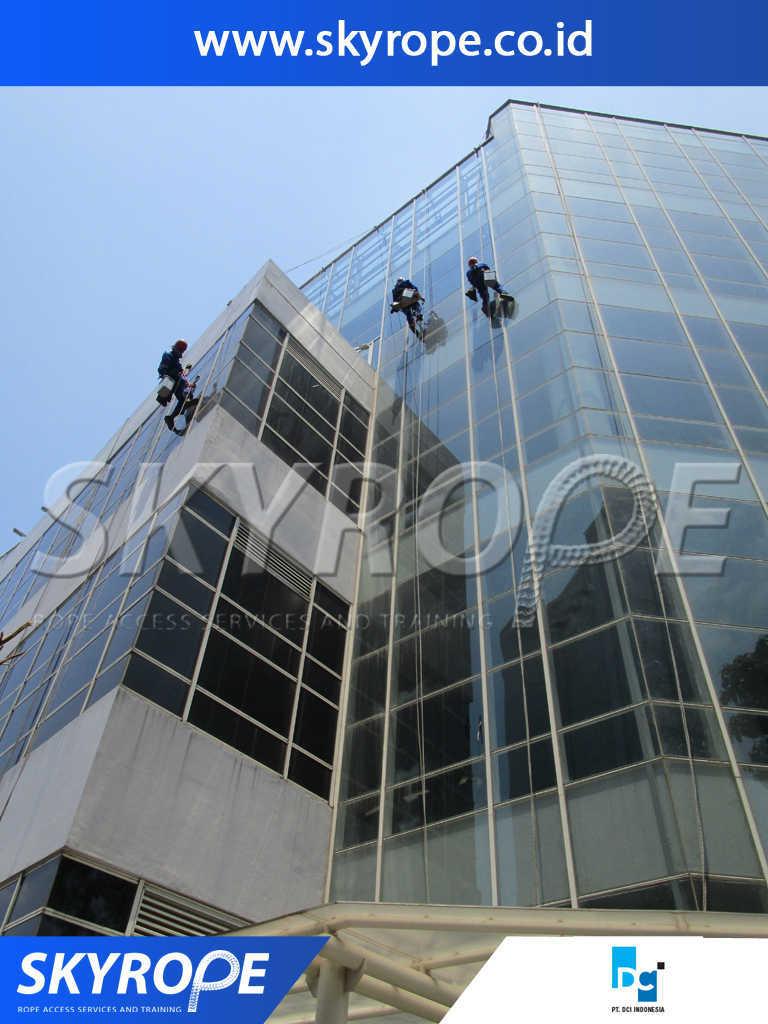 DCI dokumentasi Jasa Pembersih kaca Gedung bekasi-cikarang