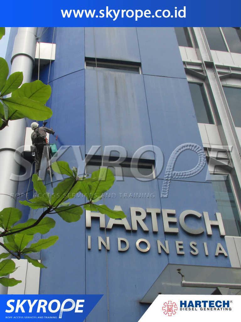 Dokumentasi Jasa Pembersih Kaca Gedung di Hartech Jakarta
