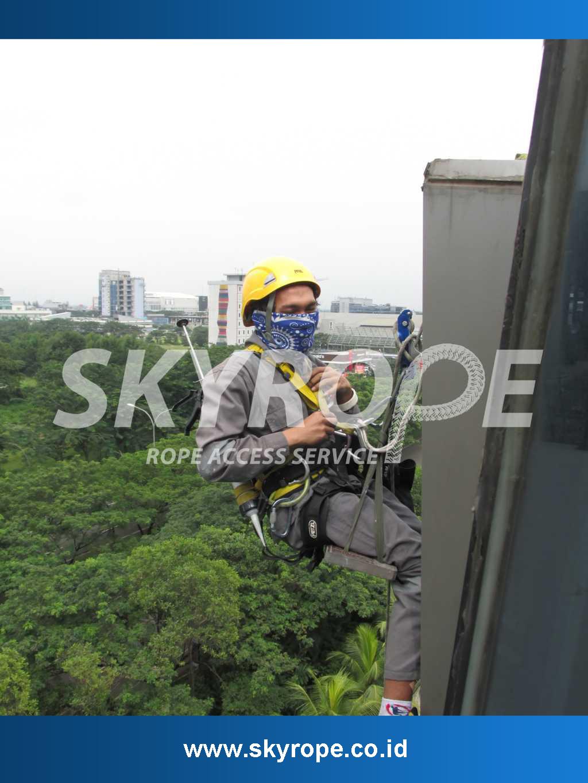Jasa-Perawatan-Pembersih Kaca Gedung Jakarta