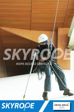 cleaning_rope access_gran melia_02