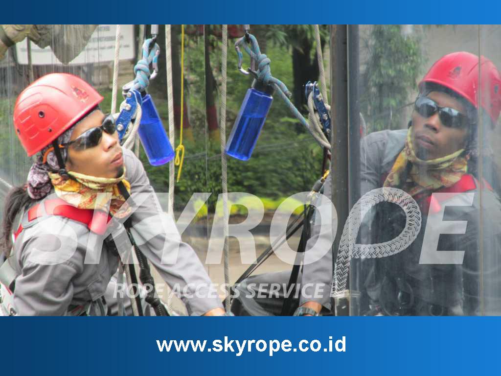 Jasa Pembersih Kaca Gedung Bandung