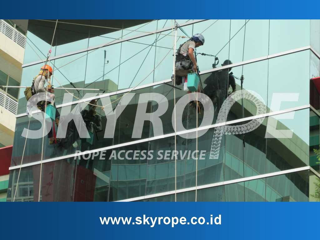 Jasa Pembersih Kaca Gedung Cirebon