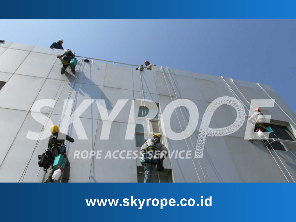Jasa Pembersih Kaca Gedung Makassar