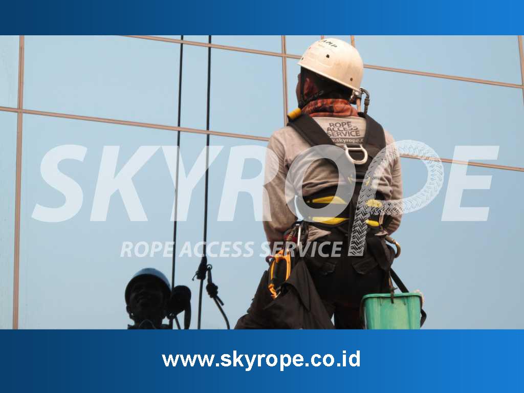 Jasa Pembersih Kaca Gedung Padang