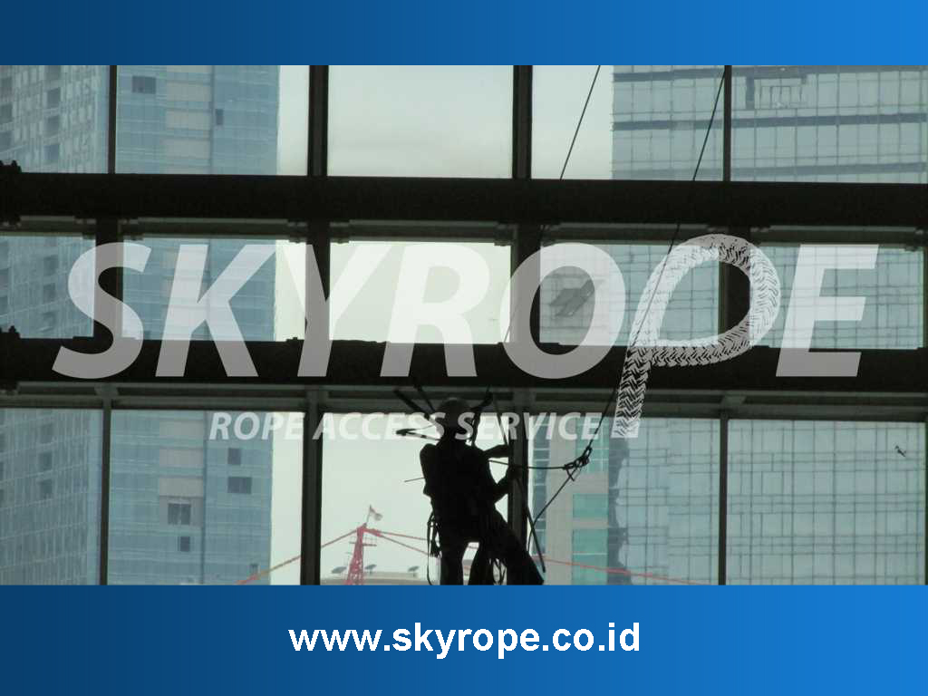 Jasa Pembersih Kaca Gedung di Jakarta Timur Harga Murah