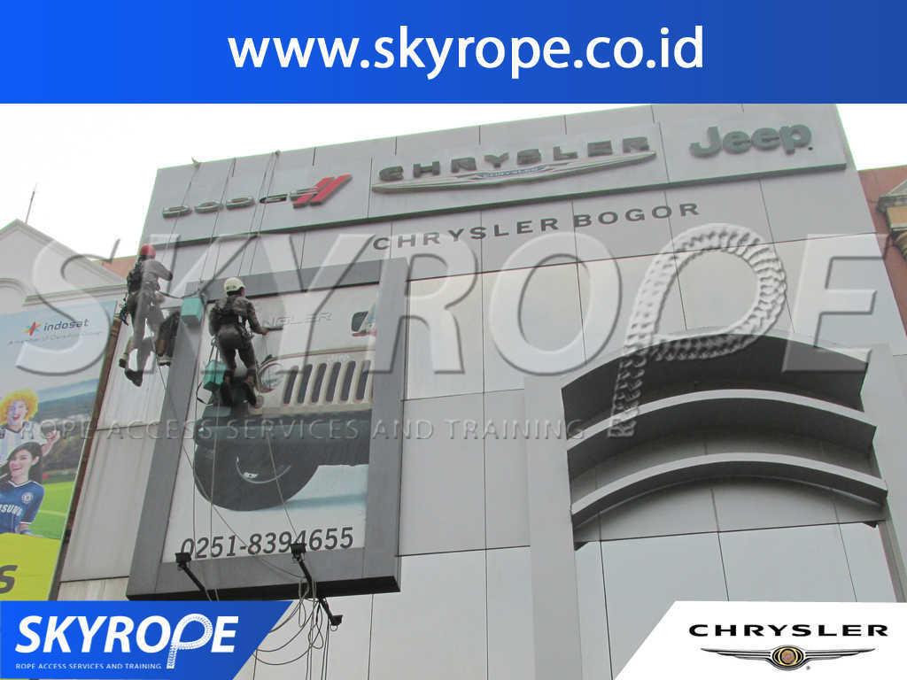 Dokumentasi Jasa Pembersih Kaca Gedung di Chrysler Jakarta