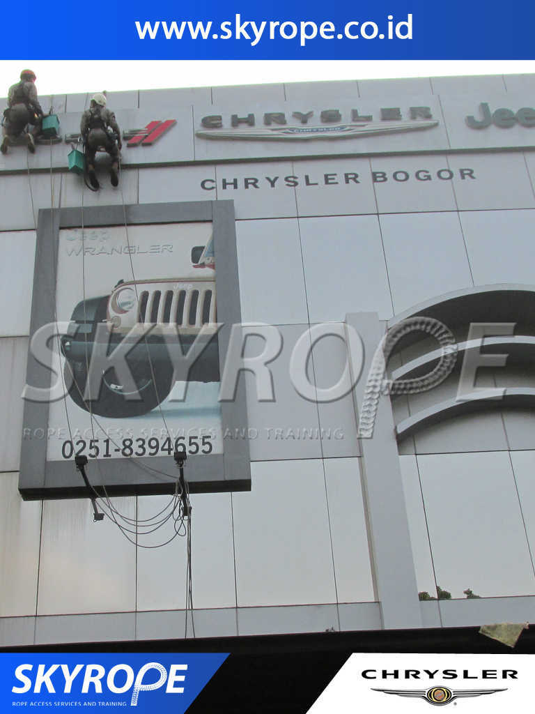 chrysler dokumentasi jasa pembersih kaca gedung
