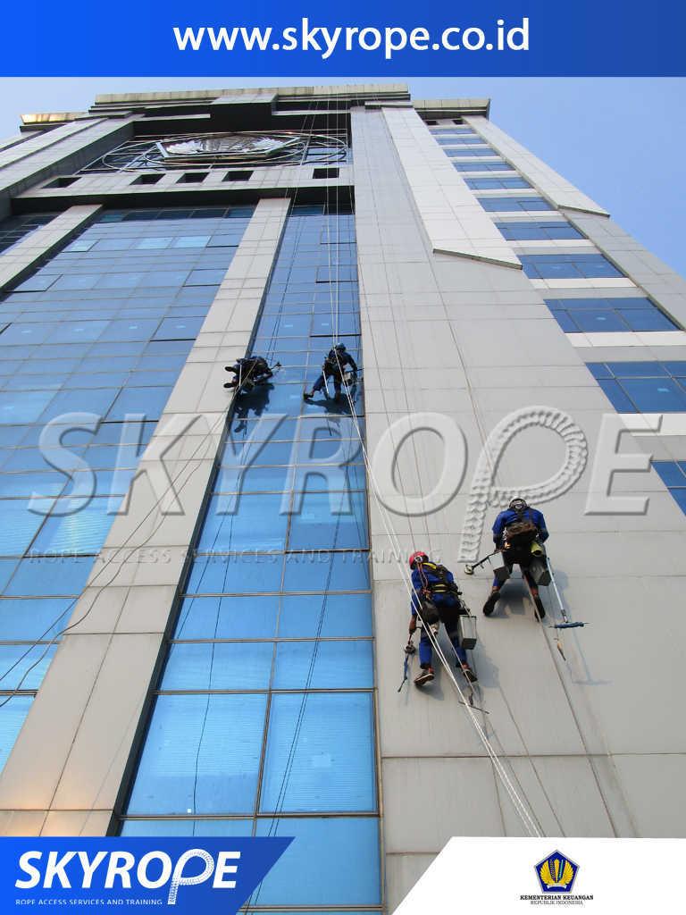 kementerian keuangan RI Jasa Pembersih Kaca Gedung di Jakarta murah