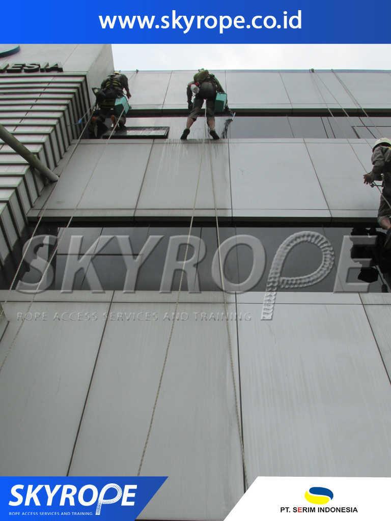serim indonesia jasa pembersih kaca dan Alucobond gedung