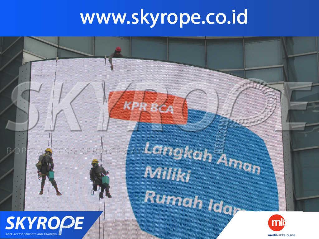 Jasa Pembersih Kaca Gedung di MIB Jakarta